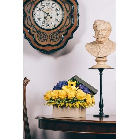 Caixa de rosas amarelas e jarros - BORDALO
