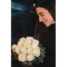 lindo Bouquet de rosas brancas - WHITE ROSES BOUQUET
