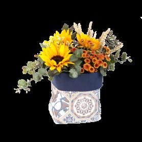 Saco com Arranjo de Flores da Época e Girassóis